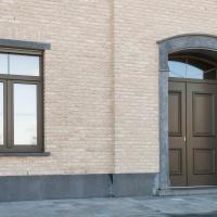 Dorpels, plinten, lento's en portiek in Belgische Blauwsteen