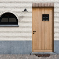 Plinten en dorpels in Belgische Blauwsteen, geciseleerd + verouderde afwerking