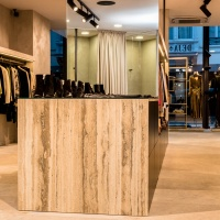 Winkelbekleding in Travertin Romano Striato geschuurd